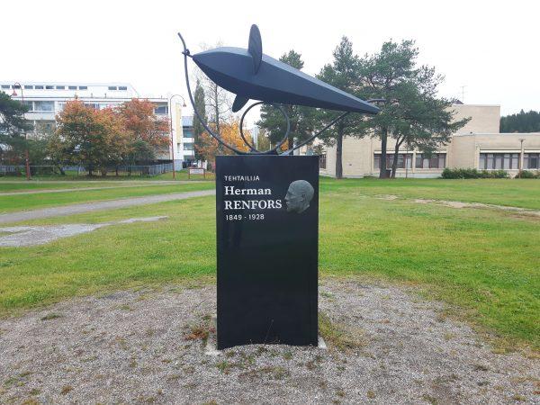 Herman Renforssin muistomerkki Kajaanissa. Kuva: Ari Savikko