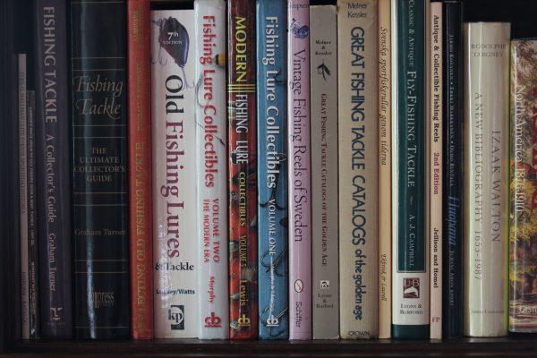 Englanninkielellä on keräilijöille tarjolla runsaasti kirjallisuutta. Kuva: Ari Savikko